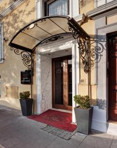 The facade or entrance of Hotel Best Roma