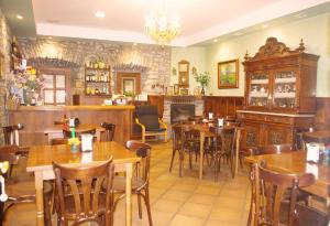 A restaurant or other place to eat at Hotel Carlos I