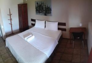 A bed or beds in a room at Hotel Pousada Bossa Nova