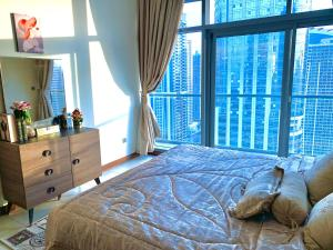 Spacious Room with full lake and city view