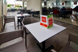 A restaurant or other place to eat at Safar Budget