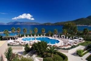 Vista sulla piscina di Ionian Emerald Resort o su una piscina nei dintorni