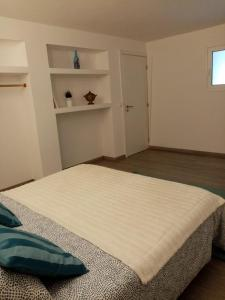 A bed or beds in a room at Casa do soito