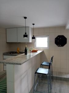 A kitchen or kitchenette at Casa do soito