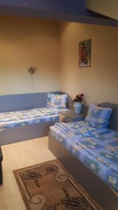 A bed or beds in a room at Guest House Blisten