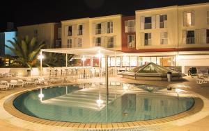 Majoituspaikassa Marko Polo Hotel by Aminess tai sen lähellä sijaitseva uima-allas