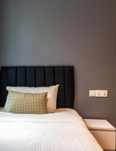 A bed or beds in a room at Heritage Collection on Clarke Quay (SG Clean)