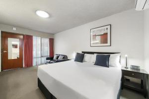 A bed or beds in a room at City Reach Motel