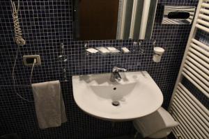 A bathroom at Hotel Riverside