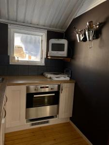 Ett kök eller pentry på Joängets Fjällgård