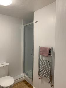 A bathroom at The Vintage Inn
