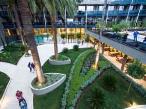 Vaade basseinile majutusasutuses Palmon Bay Hotel & Spa või selle lähedal