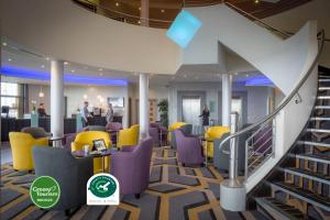 The lounge or bar area at Maldron Hotel & Leisure Centre Limerick