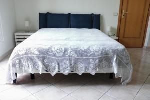 A bed or beds in a room at Casa di Nina