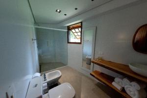 A bathroom at Surya-Pan Hotel Refúgio
