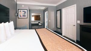 A bed or beds in a room at Best Western Brentwood