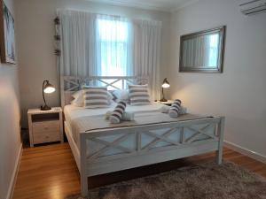 A bed or beds in a room at Restashore