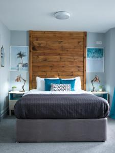 A bed or beds in a room at 19 MARY STREET by The Place To Stay Wales