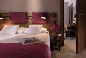 A bed or beds in a room at Hotel Sadova