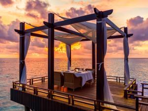 Een restaurant of ander eetgelegenheid bij OZEN RESERVE BOLIFUSHI - Luxury All Inclusive