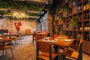 A restaurant or other place to eat at TRYP by Wyndham Dubai