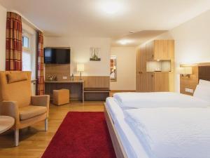 Ein Bett oder Betten in einem Zimmer der Unterkunft Gasthof Belchenblick