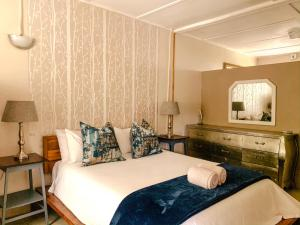 A bed or beds in a room at Biweda Nguni Lodge and B&B