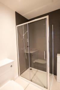 A bathroom at Crown Court Hotel