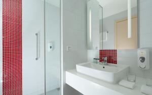 A bathroom at Park Inn by Radisson Sochi City Centre