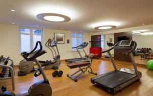 The fitness centre and/or fitness facilities at Park Inn by Radisson Sochi City Centre