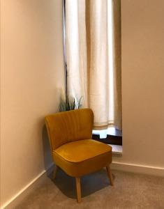 A seating area at Maplewood luxurious one-bed flat with free parking