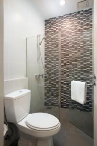 A bathroom at Citadines Uplands Kuching