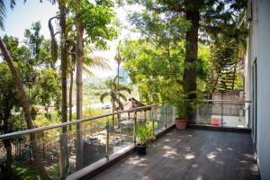 A balcony or terrace at Urban Nomads