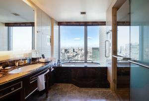 A bathroom at Shangri-La Tokyo