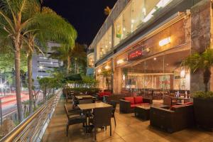 A restaurant or other place to eat at Grand Fiesta Americana Guadalajara Country Club