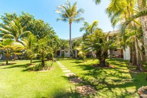 A garden outside Novo Sol Hotel - Rede Soberano