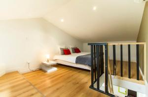 A bed or beds in a room at Florella Achard Apartment