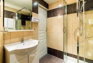 A bathroom at Florella Achard Apartment