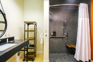A bathroom at Rush Creek Lodge at Yosemite