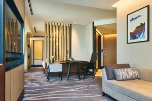 A seating area at InterContinental Shanghai Hongqiao NECC, an IHG Hotel