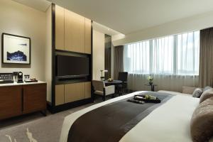 A television and/or entertainment center at InterContinental Shanghai Hongqiao NECC, an IHG Hotel