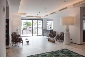 A seating area at Stic Urban Hotel & SPA