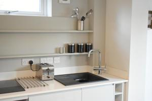 A kitchen or kitchenette at University Walk