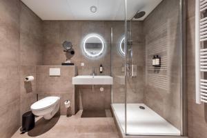 A bathroom at Broeck Oudewater
