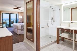 A bathroom at Ka'anapali Beach Hotel