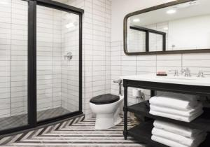 A bathroom at The Chicago Hotel Collection River North Mag Mile