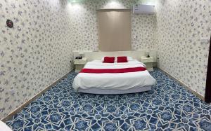 Cama ou camas em um quarto em فندق ادوماتو Adomato Hotel