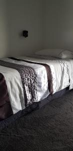 A bed or beds in a room at Sumner Re Treat