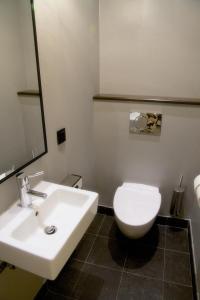 A bathroom at Bo Hotel