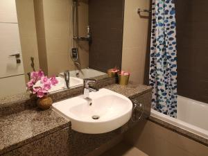A bathroom at Al Reef Towers - for Women only